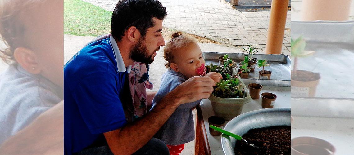 Crianças da creche tem oportunidade de plantar e cuidar de suculentas