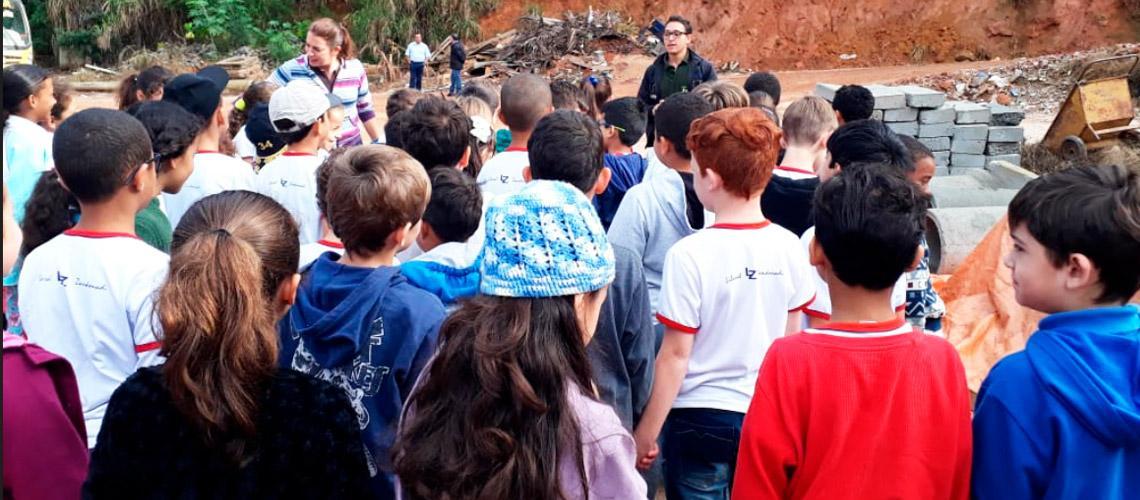 Crianças conhecem transbordo da Prefeitura - Divulgação