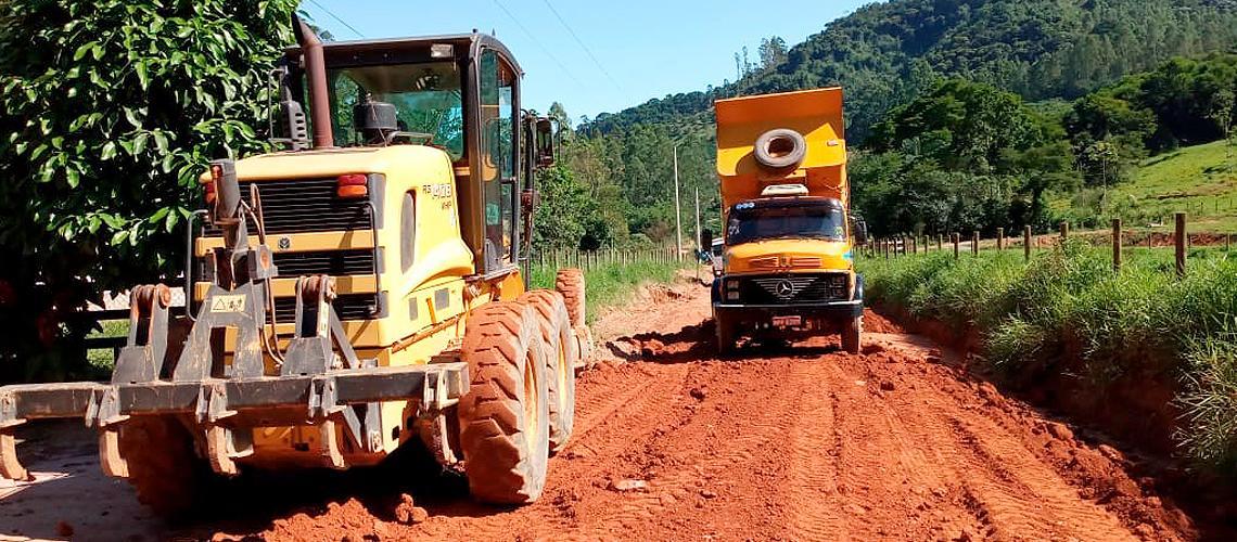 Estrada que liga Vargem Grande a Viçosinha recebeu terraplanagem