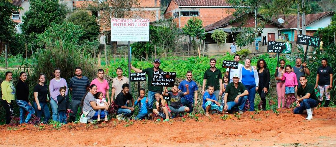 Equipe se dividiu em três frentes para conscientizar e limpar o Rio Viçosa - Arquivo Pessoal