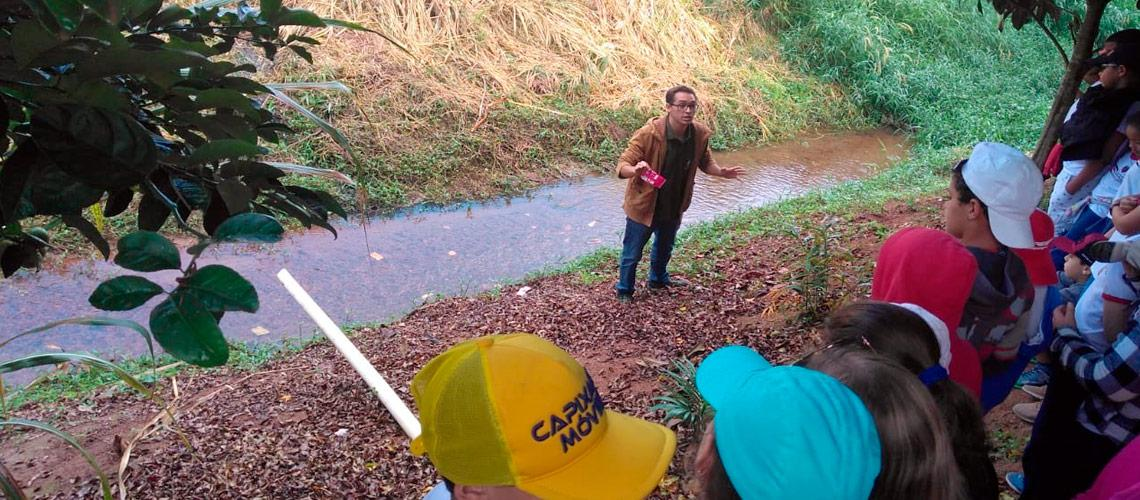 Os alunos puderam visitar no bairro Tapera a nascente do Rio Viçosa - arquivo pessoal