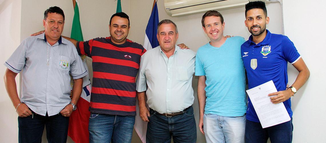 Reunião com o presidente da Fecat (azul claro) para tratar da Corrida - Ascom/PMVNI