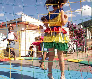 Crianças se divertiram com pula-pula, boca do palhaço e comidas típicas - Ascom/PMVNI