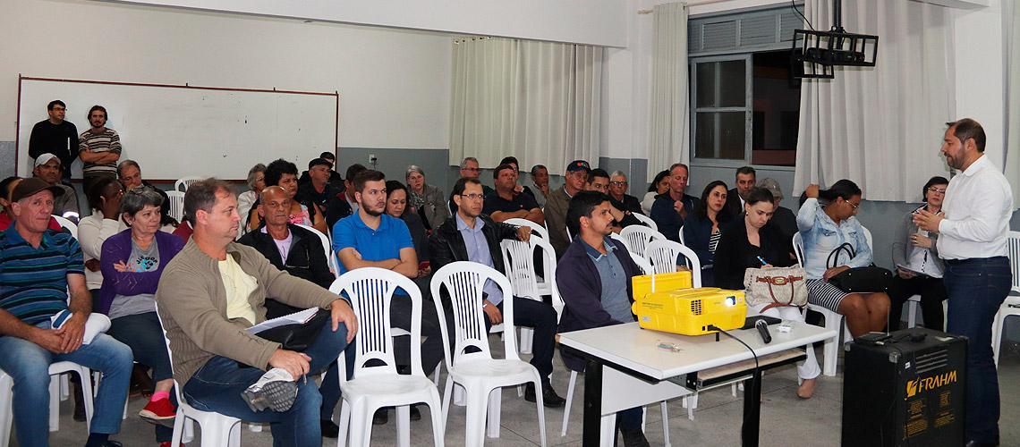 Auditório da Escola Atílio Pizzol ficou lotado nessa quarta (28) - Ascom/PMVNI