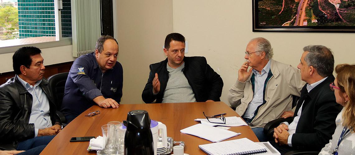 Reunião com prefeito e autoridades aconteceu na última sexta-feira - Ascom/PMVNI