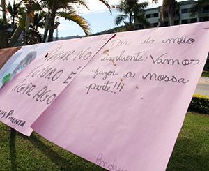 Cartazes com mensagens de conscientização cercam o local - Ascom/PMVNI